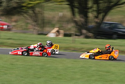 Lindsay Jamieson (Linra Properties Stockman-Honda) and Paul Campbell (Redback Racepaint Avoig-Honda)